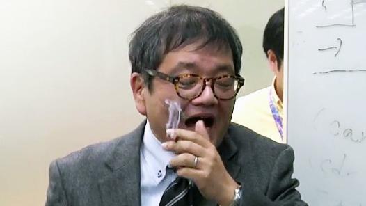 """森永卓郎「サイゼリヤが禁煙になるなら""""吸いゼリヤ""""を作ろう」ドワンゴ喫煙室で議論する〈禁煙ファシズム断固反対!〉"""