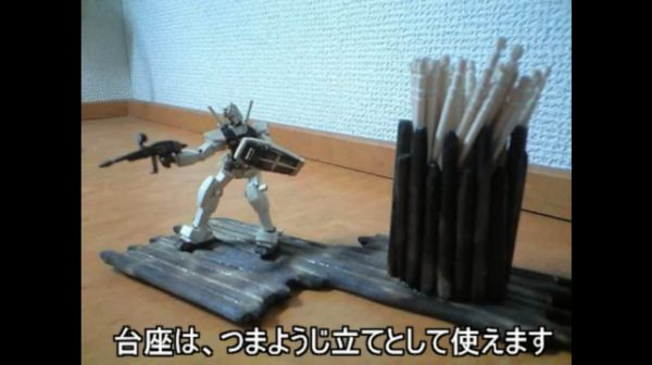 割り箸&つまようじで作った極小ガンダムの完成度が凄い! 盾とビームライフルを構えるポージングも可能「とんでもねえことやっとる(笑)」