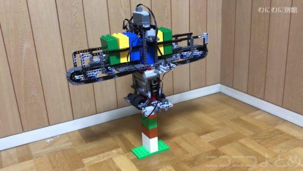 未来の建築技術を先取りか!? レゴブロックを自動で積み上げ続けるマシンに「ずっと見ていたい」「神の怒りに触れそう」など驚きの声多数