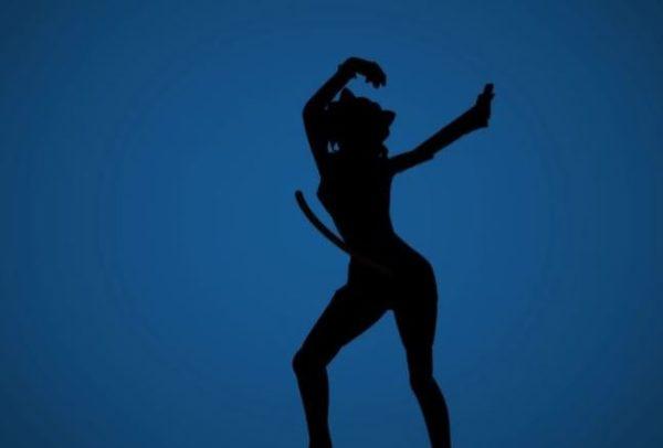『HUNTER×HUNTER』キメラ=アント編のキャラをiPodCM風に踊らせてみた。シルエットで描かれた王たちの物語に感動が止まらない!