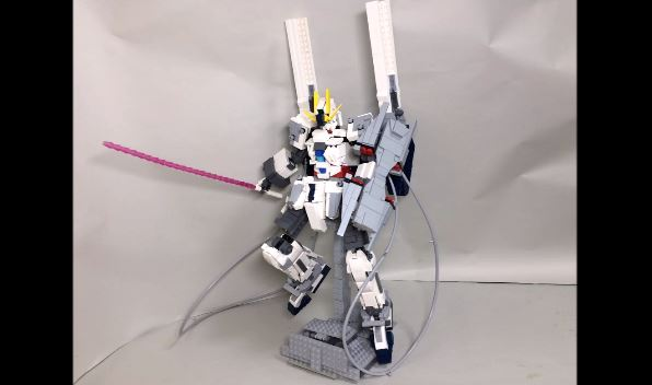 レゴで『機動戦士ガンダムNT』ナラティブガンダムを作ってみた。ギミックが展開するB装備やC装備まで換装可能!