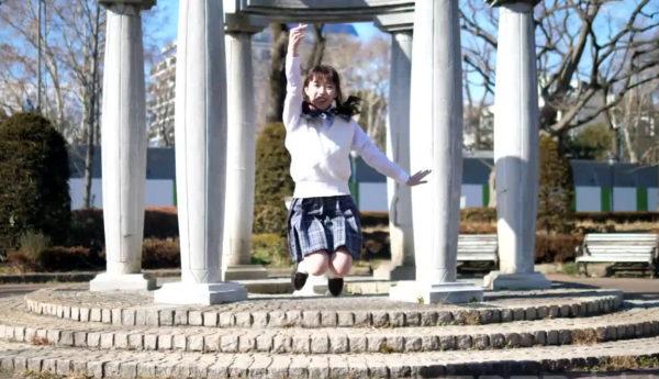 元気いっぱいのジャンプ! 制服ツインテ美少女からあふれる満面の笑顔とダンスに癒される【踊り手:四月一日(わたぬき)】