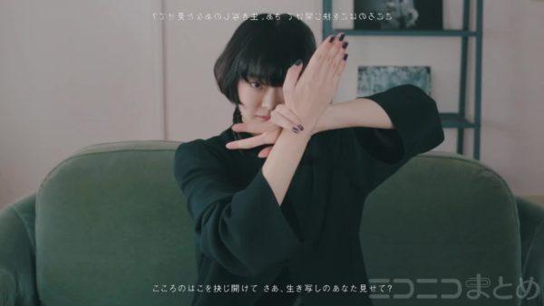 """指だけで表現するダンス""""フィンガータット""""が美しい。滑らかな手の動きと視線が織りなす幻想的な雰囲気に「もはや芸術」【踊り手:ちゃそ】"""