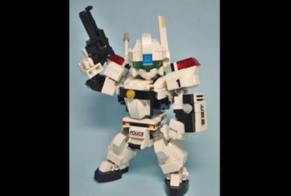 LEGOで作った『機動警察パトレイバー』SDアルフォンス。フィギュアのように稼働しアクションポーズを取る姿に「引くぐらいすげえ」