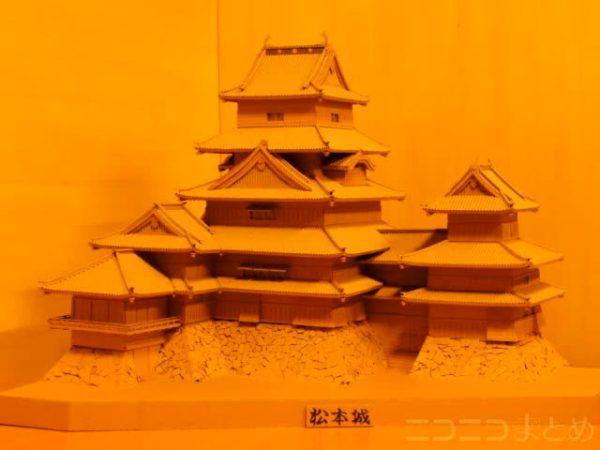 """松本城をダンボールでつくったよー! 材料費300円、製作期間6ヶ月の石垣&シャチホコの""""国宝級""""の仕上がりをご覧あれ"""