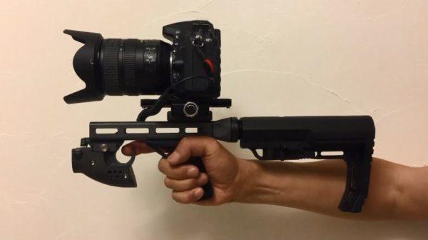 """「これが文春砲か」「社会的に抹殺するのか」トリガーを引いて連写する""""銃器みたいな""""カメラが完成!"""