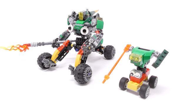 息子がレゴで作ったロボットを勝手に恰好良くしてみた! 2体が並んだ姿はまるで親子!?