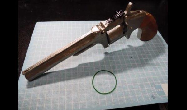 """「坂本龍馬の銃」を紙で再現してみた。チップアップ式の本格的な""""輪ゴム鉄砲""""に「素晴らしい」「こういうの好きだ」の声"""