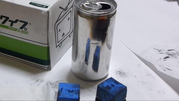 アルミ缶を紙ヤスリで磨き続けてみた! 塗装が消えるほど一心不乱に磨く様子に「ここまでやったことがすごい」「なぜベストを尽くした」の声集まる