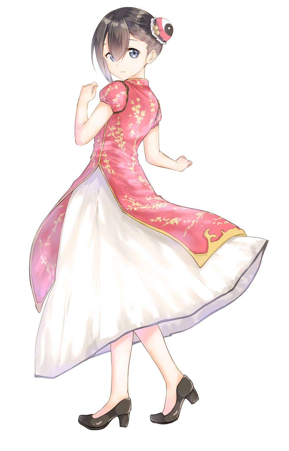 強調されたライン&脚線美にうっとり 『赤チャイナドレス×女子