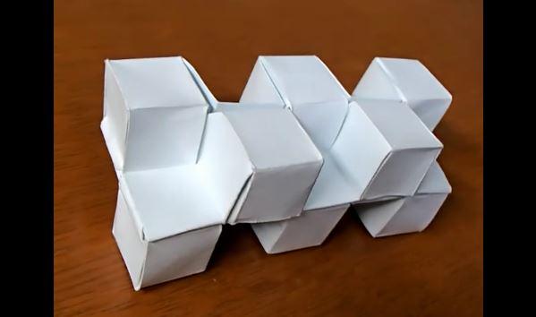 """1枚の折り紙でカドケシを折ってみた! 展開図から複雑なカドを表現する""""紙技""""に「幾何学的美しさがある」「折り神さま」の声"""