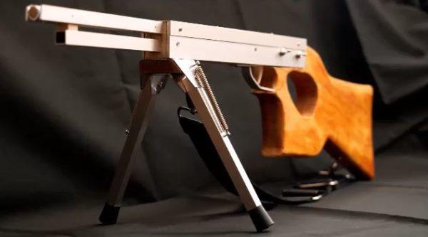 """精密射撃ができる輪ゴム銃を作ってみた。 """"単発で""""的を狙う気分はまさにスナイパー!"""