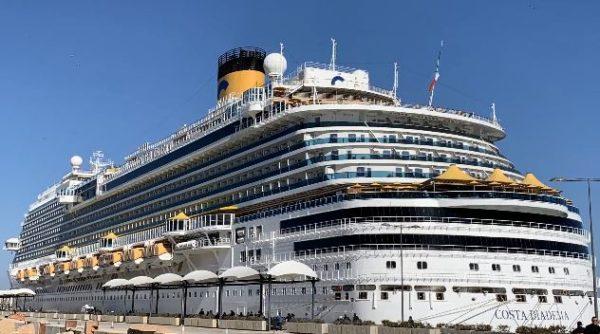 """動くホテルどころか""""一つの街""""! 約6000人が乗る巨大クルーズ船に「移動時間も楽しそう」「船って事忘れるね」の声"""