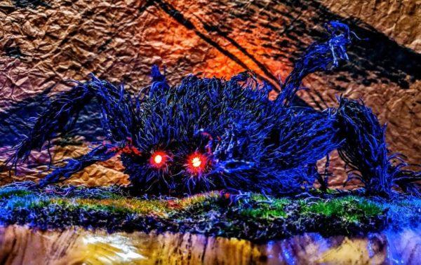 """綿棒""""6500本""""で作った『もののけ姫』のタタリ神。目を光らせて動く姿の迫力に「やめろw」「動かすなw」と視聴者も騒然"""