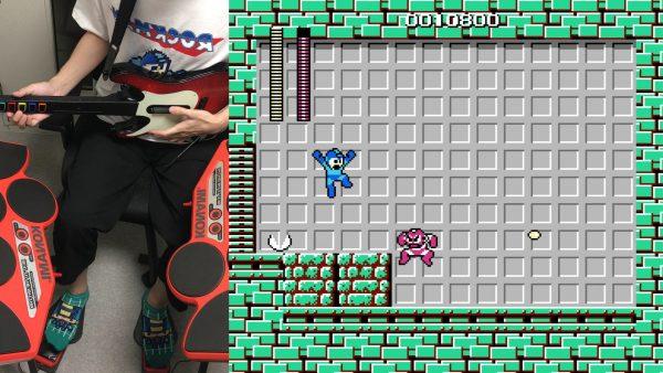 コントローラー使用不可な『ロックマン』縛りプレイが過酷すぎる。操作方法は「楽器を弾くこと」!? 【実況者:レオモン】