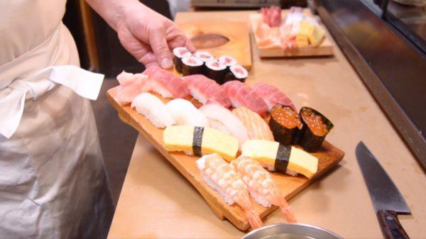"""寿司職人による、家庭でもできる""""握り寿司""""の解説! エビ・イカの下処理など…目からウロコの知識をご紹介"""