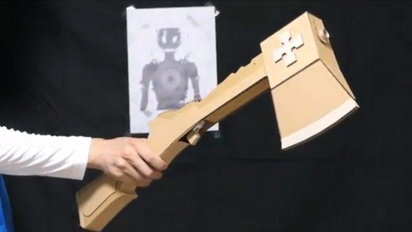 これであなたも第8特殊消防隊!? 『炎炎ノ消防隊』の七式消防戦斧をダンボールで作ってみた
