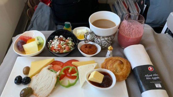 """これがビジネスクラスの飯…! """"空の上""""の優雅なレストラン、ターキッシュ エアラインズで機内食をたっぷり堪能してみた"""