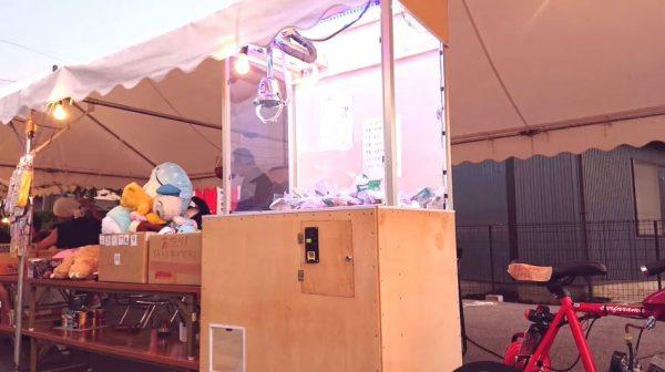 """""""自作の""""UFOキャッチャーを納涼祭に出店してみた結果…DIY感あふれる造りで大人も子供集まるナイスコーナーに! お祭り関係者は要チェック"""