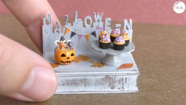 """超ミニチュアなハロウィンフード…""""爪の先""""より小さいジャック・オー・ランタンに入った「ケーキポップス&カップケーキ」が完成!"""