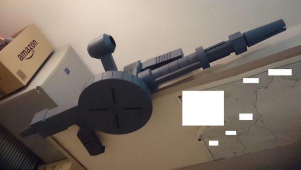 『ガンダム』旧ザクのマシンガンを作ってみた 厚紙とラップの芯だけで作られたとは思えない出来栄え!