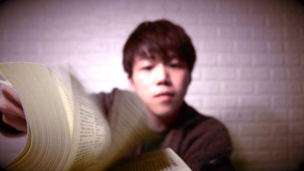 あぁ~六法全書の音! イケボが憲法を朗読する音フェチ・ASMR動画で寝付きもよくなる(?)