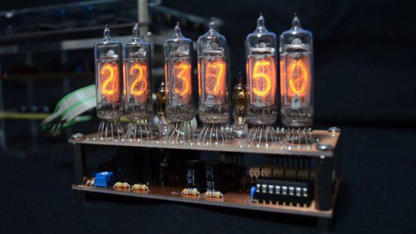 ニキシー管のデジタル時計を作ってみた! 懐かしのデザインに「この操作感覚懐かしい」「世界線変動率も計測できそう」の声