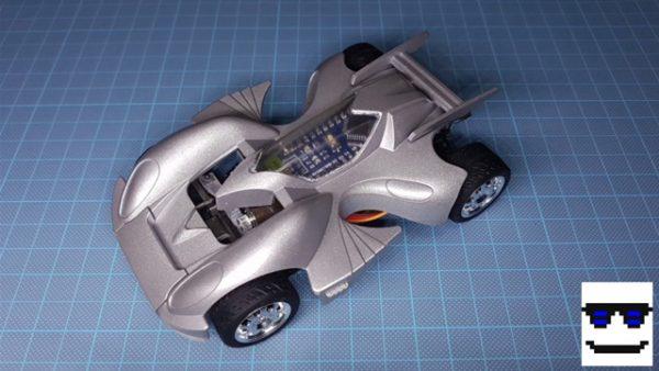 『爆走兄弟レッツ&ゴー!!』コーナーを自在に曲がれるミニ四駆を作ってみた! 圧倒的技術力に「あんた土屋博士か?」「藤吉こんなマシン使っていたんだ」との声