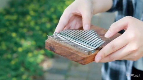 『魔女の宅急便』をアフリカの楽器・カリンバで演奏してみた! オルゴールに似た音色に癒やされる人続出