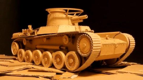 """これが俺の戦車道! ダンボールでつくった""""動く""""九七式中戦車 チハに「尊敬します」「これがホントの紙装甲」と称賛の声"""