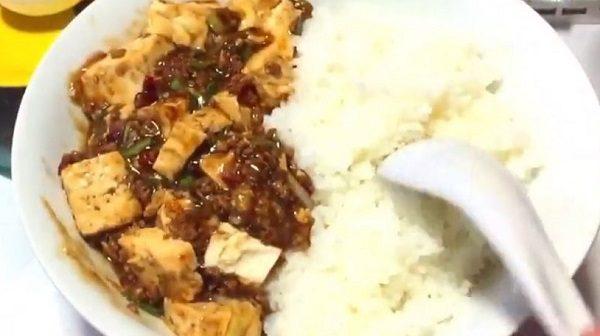 """ハフハフが止まらない""""激辛マーボー豆腐ライス""""を作ってみた!  切って炒めて煮るだけでガッツリかき込みたくなる旨辛中華に"""