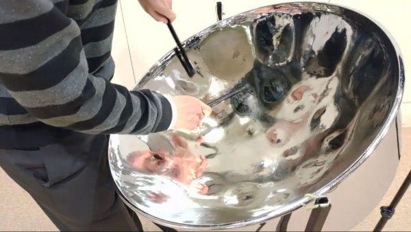 『戦場のメリークリスマス』を南国の楽器・スチールパンで演奏! 予想外の美しい音色に驚きの声が多数寄せられる