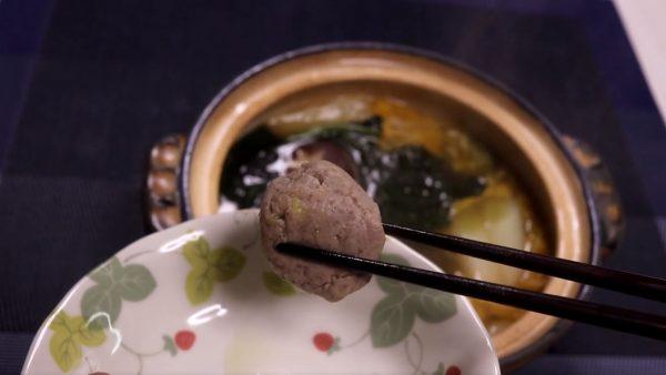ショウガたっぷり! イワシのつみれ鍋がほっくほく、つみれを手作りする本格レシピに「絶対うまい」「ニンニク出汁おいしそうだなぁ」の声