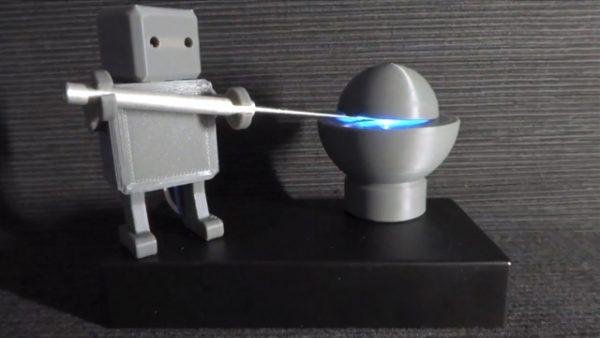 淡々と『デーモン・コア』を開閉するロボットを作ってみた!? 「手の込んだ自殺」「光っちゃったらダメだろww」と阿鼻叫喚の声が集まる