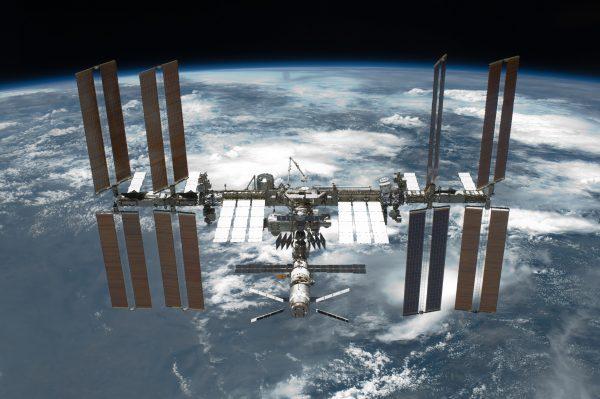 NASAのグダグダの状況を打開したのは冷戦相手のロシア!? 予算オーバー、重量オーバー、計画中止法案…意外と知らない宇宙ステーション開発秘話