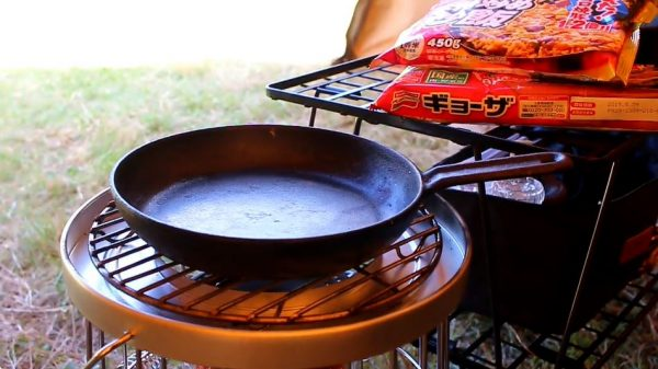 キャンプ用の石油ストーブ「アルパカストーブ」の実用レビュー! 冷凍餃子と冷凍チャーハンのキャンプ飯に「これ美味いんだよな」「道具もいいしなぁ」の声