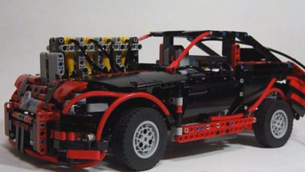 """""""レゴで""""直列4気筒エンジンの車を作ってみた! 本格的な機構を備えたレゴの車が走り出し「自分を縮小して乗りたい」の声"""