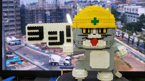 レゴブロックで現場猫を作ってみた! 「再現度、ヨシ!」「どうして作った…」と言いたくなる出来映えに