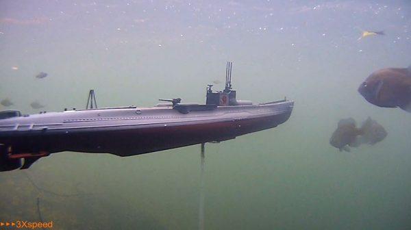 日本海軍「伊19」のラジコン潜水艦の勇姿を水中撮影!  魚たちが次々と現れ「いいねー」「スケール感すき」の声
