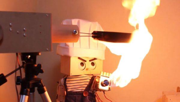 火炎放射ロボットがお料理…? 見事に焼き上がったホットサンドに「おーうまそう!」「凝ってるw」の声