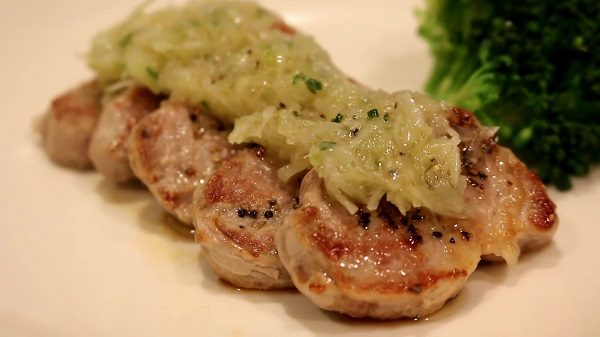 豚肉でネギ塩ダレステーキを作ってみた。さっぱり食べられるヒレ肉と、ごま油、ニンニクのハーモニーが控えめに言って最高すぎる!