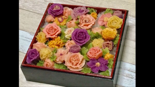 ビジュアル系おはぎが登場。もち米に白あんで作った菊やバラのデコレーション…花びらの作り込みがすごい