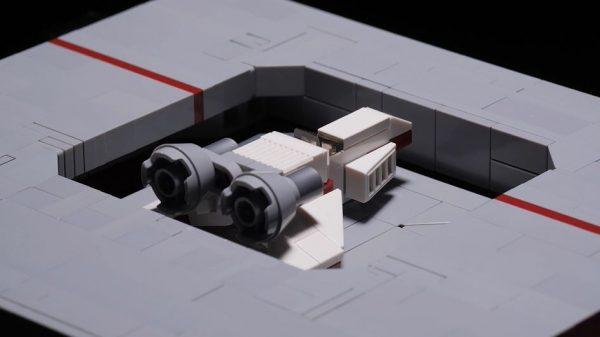 レゴで「SF風エレベーター格納庫」を作ってみた…扉が開くにつれ戦闘機がせり上がって来る様子に「うわぁ好き」「ものすごくそれっぽい」の声