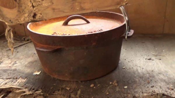 強烈にサビついたダッチオーブンを磨いてピッカピカに! 数十年放置されたオーブンを2~3日かけて復活