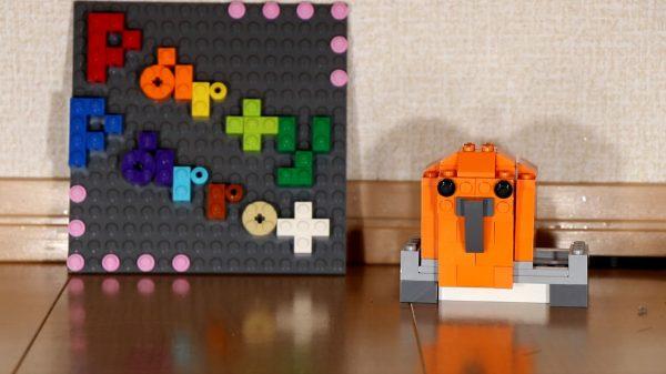 『Party Parrot』をレゴで再現してみた! 激しく踊り狂うオウムちゃん、激しすぎて画面の外へフレームアウト