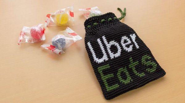 Uber Eatsのバッグ風「飴ちゃん袋」を編んでみた…裏側まで綺麗に作られた作品に「手間かかるなぁw」と称賛の声