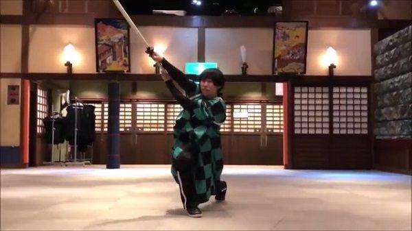 『鬼滅の刃』ヒノカミ神楽をアクション女優が再現。やってみたら思いっきり実用的な剣技だったことが判明!