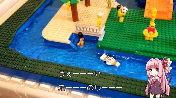 """レゴで""""水の流れる""""プールを作ってみた! ミニフィグやワニやシャチ、果ては巨大ザメも泳ぎだしプールはパニック状態に"""