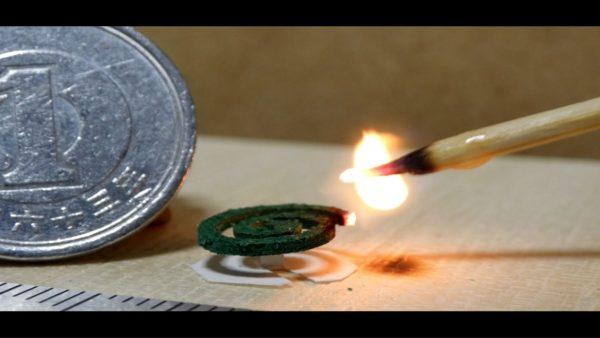 実用可能、超小型の蚊取り線香を作ってみた! 1円玉より小さい型から器用に抜き取とり極小金鳥完成
