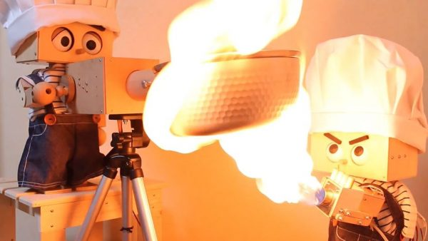 """ロボットが作るポップコーン! かわいい見た目からのガチの""""火炎放射調理""""に「めちゃくちゃ面白いことしてますね」の声"""